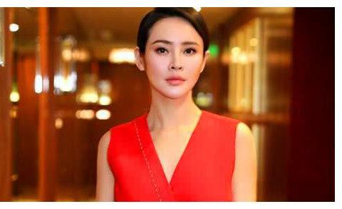 撞脸佟大为妻子的她,为了当明星放弃外交学院保送,37岁生活幸福