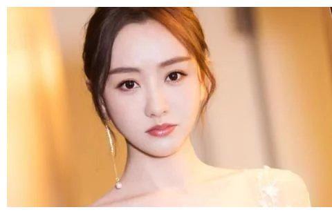 """39岁杨蓉为显年轻有多拼?大胆挑战""""少女装"""",效果出人意料"""