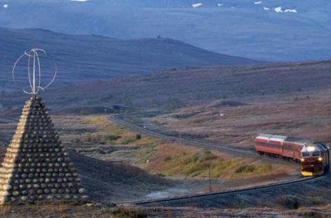 北极圈!通往午夜太阳之地的门户,一个苔原上奇特的UFO结构