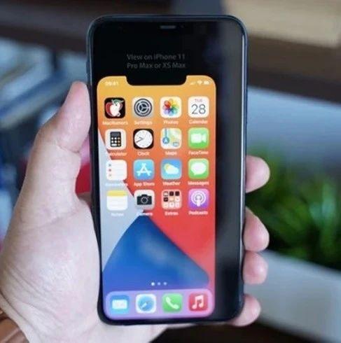 疑似新iPhone OLED显示屏谍照曝光,延续刘海设计