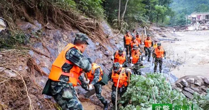 25名群众被洪水围困,武警官兵紧急营救