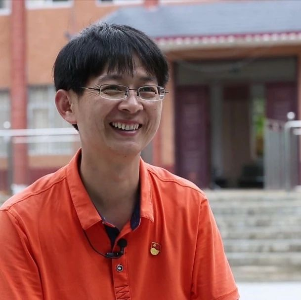 第一书记韦贵伟:带着乡亲向幸福出发 |在希望的田野上