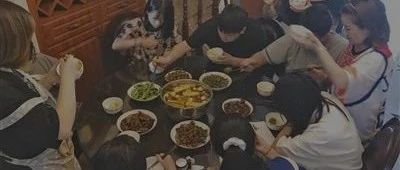 """8个外甥赶来过暑假!""""宇宙最强舅舅"""":每天做饭5小时,一顿要吃五六斤米"""