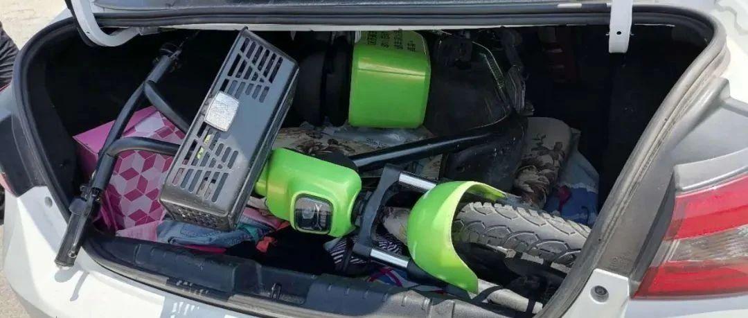 一男子在南宁街头把共享电动车塞进后备箱,竟然惊动了广西、湖南和湖北三地警方...