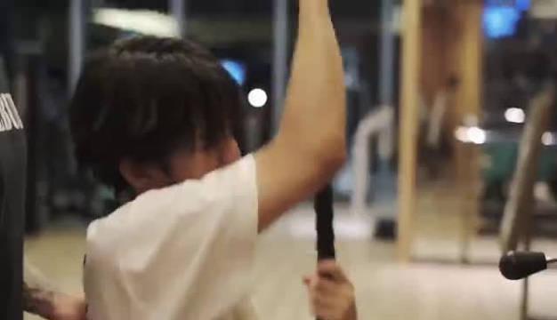 工作室发布王俊凯健身日常,视频中小凯坚持打卡运动,塑型瘦身……