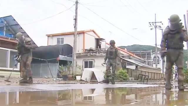 韩国暴雨有多强?地雷被冲走,老百姓吓坏了