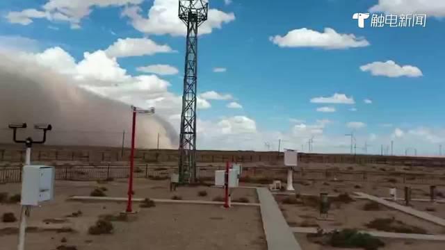 内蒙古出现11级阵风沙尘暴:现场灰茫茫一片……