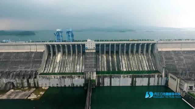 丹江口大坝7日泄洪