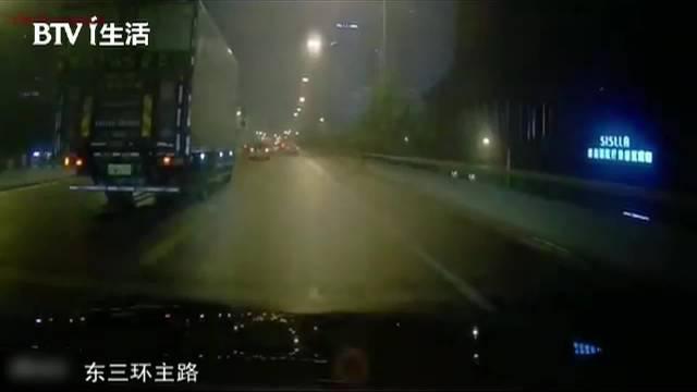 视频:司机剐蹭他车逃离现场,称雨大没听见,最终付出惨痛代价