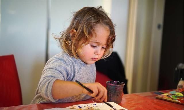 「每日育儿知识」0到3个月宝宝敏感期、敏感行为,新手爸妈早了解