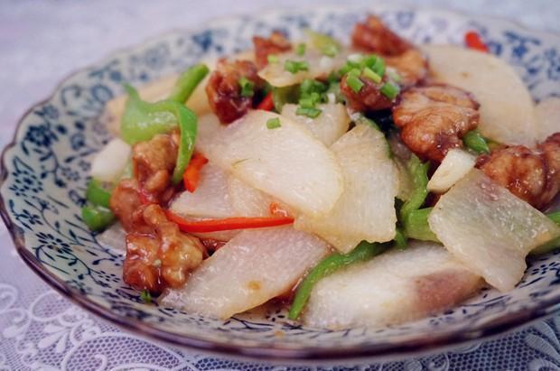 优选美食:山药肉片,白蘑菇炒蛋,泡椒小煎鸡,山楂藕片的做法