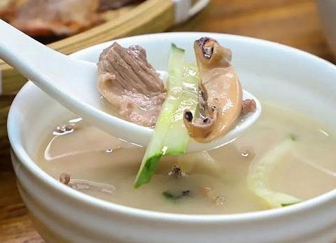 美食推荐:秋葵炒蛋,蒜茸蒸丝瓜,肉片汤的做法