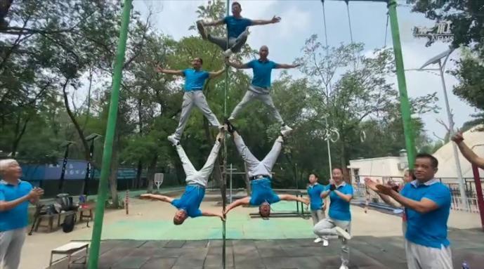 上杠、翻转、倒立……天津有支平均年龄68的体操队
