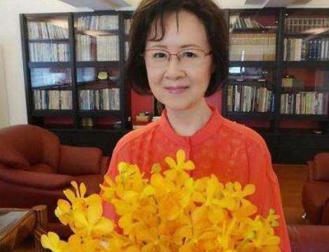 走进82岁琼瑶的家,一家人住7层独栋别墅,自带苏式庭院花园