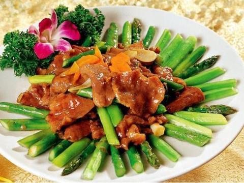 美食严选:红烧冬瓜,酱爆肉片芦笋,八爪鱼炒辣椒,香菇肉酱拌面