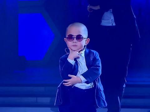 萌娃张峻豪与鸟叔尬舞,小墨镜带的太有喜感,这小孩长大不得了!