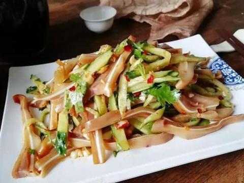 优选美食:猪耳拌瓜丝,肉丝尖椒烧茄条,干煸黄豆芽,大虾粉丝煲