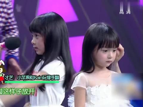 六岁萌娃表演才艺,谁注意到rain的表情,小眼睛里全是光!