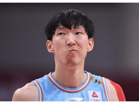 疆辽大战次回合!面对新疆内线,高诗岩为何能屡屡抢到进攻篮板?
