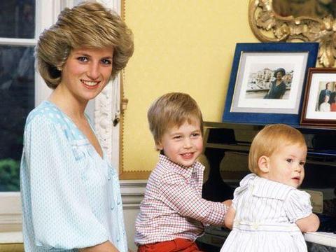 希拉里23年前与戴安娜同框绝美!一身蓝衣似知心姐姐,戴妃仍惊艳