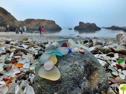 世界上最美的海滩,遍地都是宝石随便捡,当地人却苦不堪言