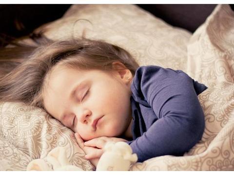 习惯早睡和晚睡的宝宝有差别吗?上幼儿园就能看出来了,区别很大