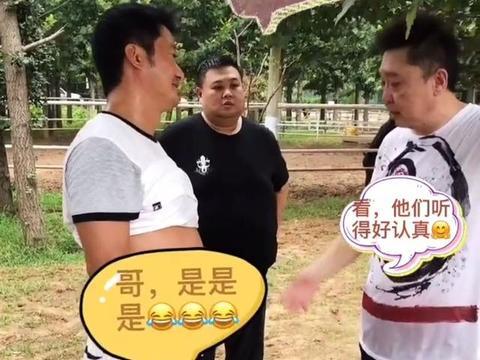 46岁吴京中年发福,啤酒肚快赶上身旁于谦,因太辣眼还被人打码?