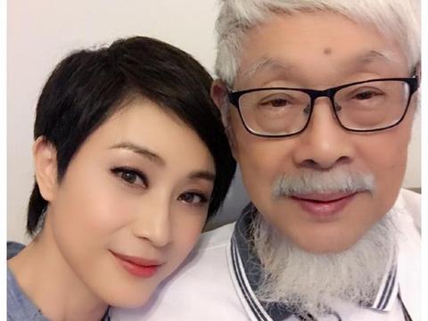 53岁陈法蓉近况,看淡感情至今单身未育,与84岁老父合照心情好