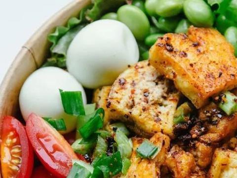 减肥不吃够蛋白质坏处多,简单的蛋白质食物做法,一学就会(上)