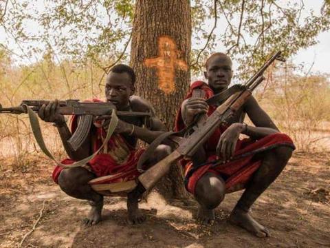 非洲个子最高的民族,当地人经常吃不饱饭,平均身高却还达到1米8