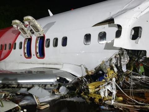 印度客机失控坠毁!机身砸成两截死伤百人,大批部队封锁机场