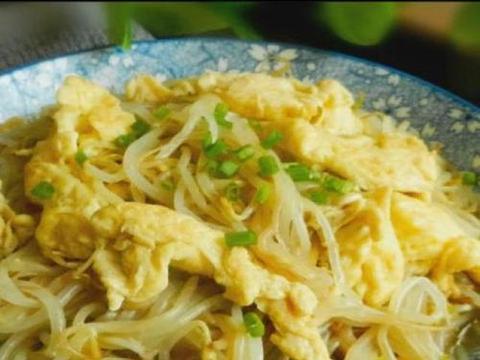 鸡蛋豆芽,石板牛肉烤杂菜,洋葱炒鸭血,豆豉蒸排骨