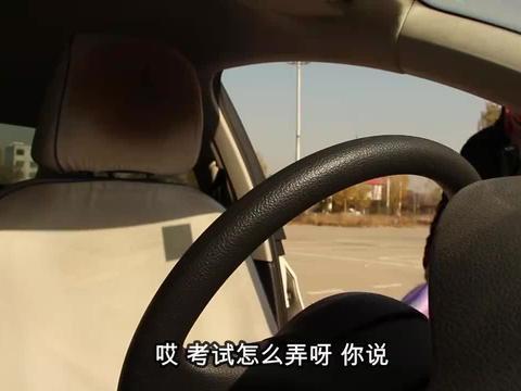 女学员找茬车和驾校的不一样,监考员:你这样挂,怎会挂不上的