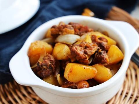 土豆家常又好吃的做法,荤素搭配更营养,能当菜又能当主食!