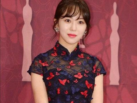进娱乐圈需负债30亿?韩国女星揭公司黑幕,因遭霸凌做出极端选择