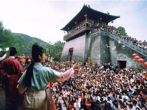 中国最火的仿古乐园:门票高达300元