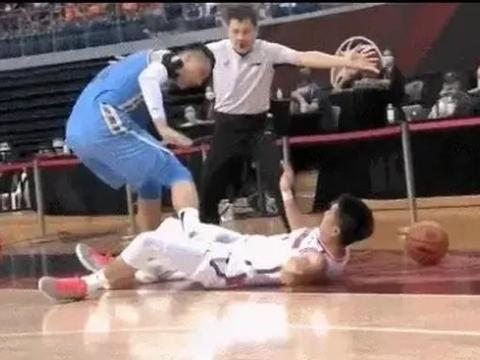 G3裁判这么照顾还不够?前北京球员质问篮协:给个说法!