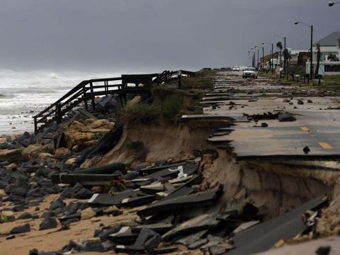 """""""伊萨亚斯""""飓风席卷美国东海岸,150万户家庭断电"""