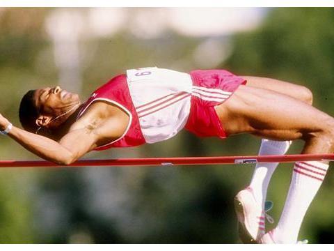 他创造跳高2米45极限,27年无人能破,8次排名世界第一比肩博尔特