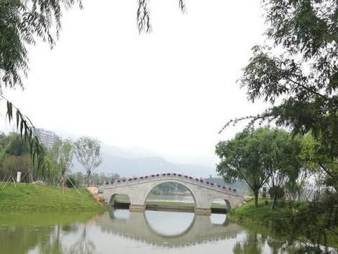在山东中有一个泰山西湖,与杭州西湖相当,且没有收费