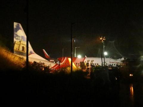 波音737再次坠毁,印度客机失事,冲出跑道断为数截