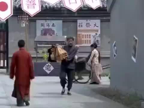 街上来个卖猪头肉的大爷,却只卖给鬼子,原来猪头肉被下了毒!