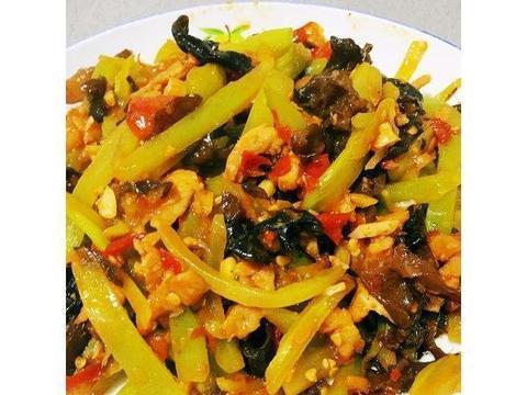 美食精选:青笋炒肉丝、上汤豆苗、干锅茶树菇、剁椒葱香魔芋豆腐