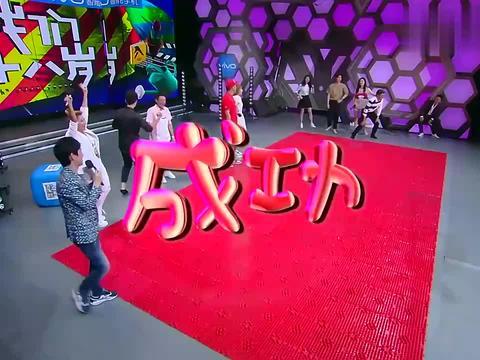 快乐大本营:李易峰背着张慧雯跑,何炅:越来越像老太太了!