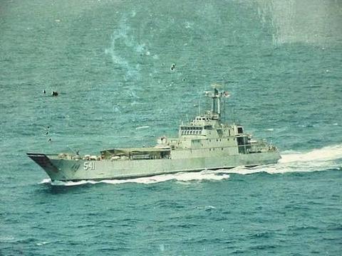 印尼登陆舰被风浪击沉,德国制造不背黑锅,超期服役遇上天灾没招