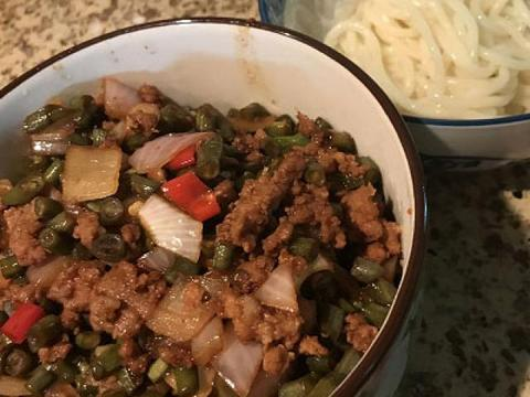 自制酸豆角,酸辣可口,用来炒菜、拌面都好吃