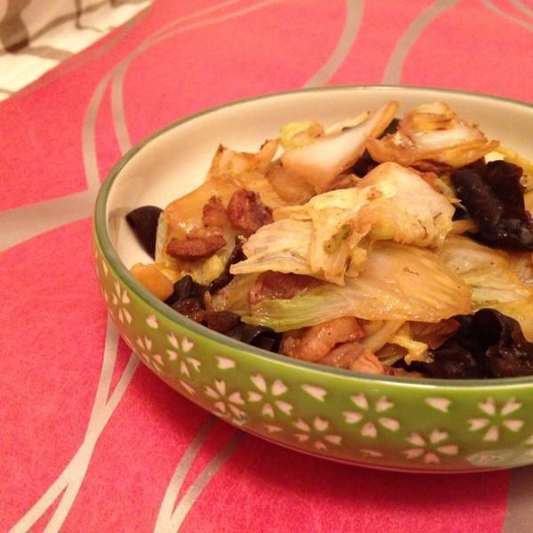 美食:鲜菇蛋花汤,木耳白菜炒肉片,蘑菇炒西兰花,白菜炖冻豆腐