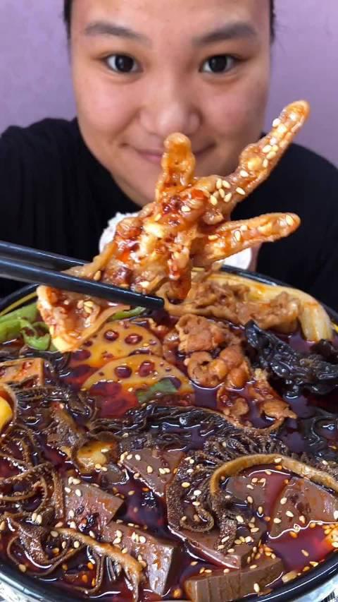 爱吃的小鱼:肥牛毛血旺 加了贡菜