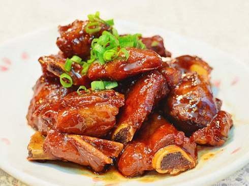 美食优选:泡菜金针菇,糖醋排骨,鲜香滑蛋牛肉鱿鱼炒毛豆的做法