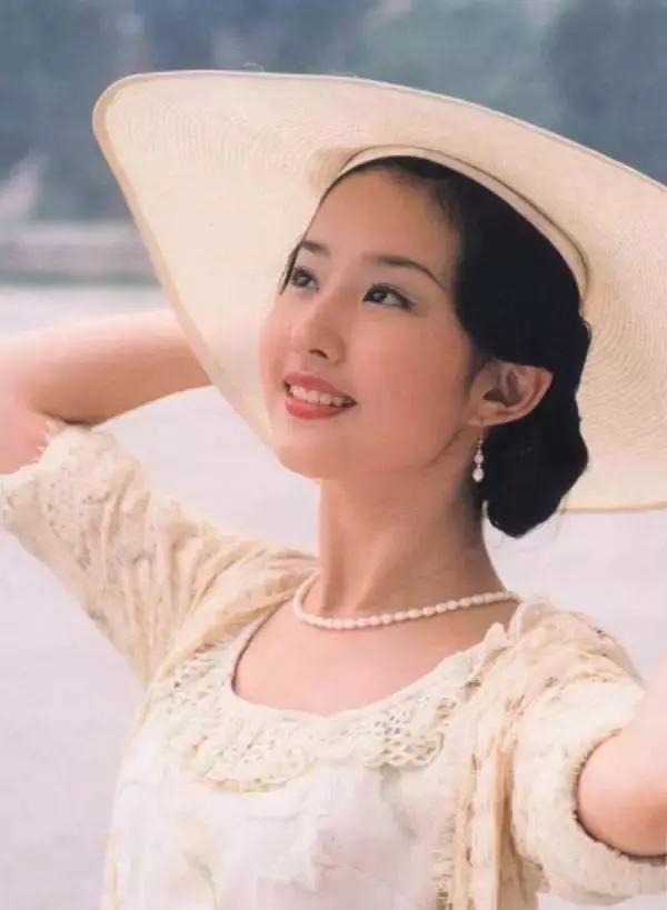 17年前的《金粉世家》白秀珠功败垂成的命运,很早体现